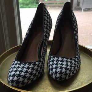 Corso como houndstooth heels
